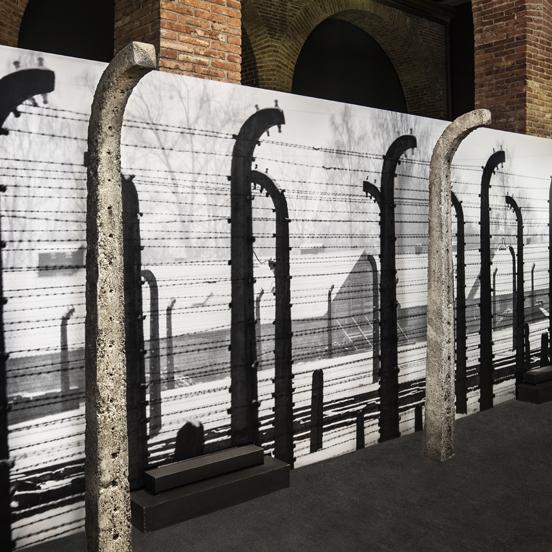 postes Auschwitz