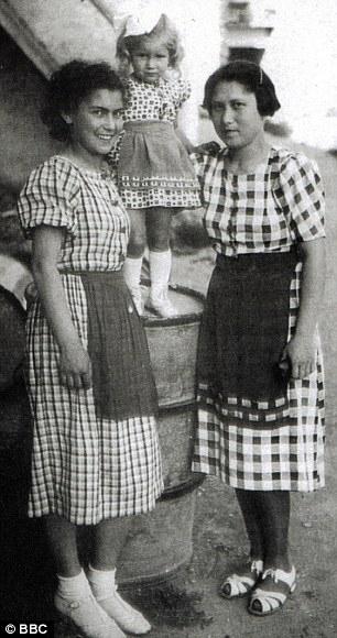 Helena Citronova (izquierda) con su hermana Rozinka y la hija de Rozinka