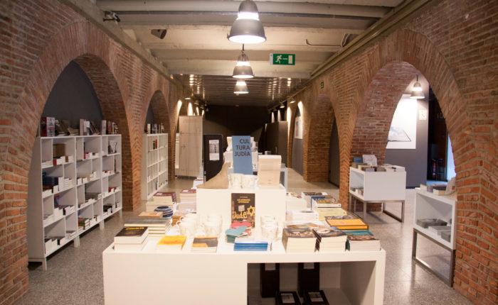 Auschwitz-Exhibition-librería